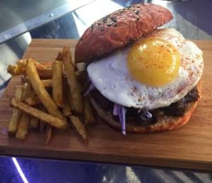 Cheeks бургер от фудтрака Burger Bus.