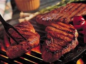 Мясо на гриле от фудтрака Grill Wheel.