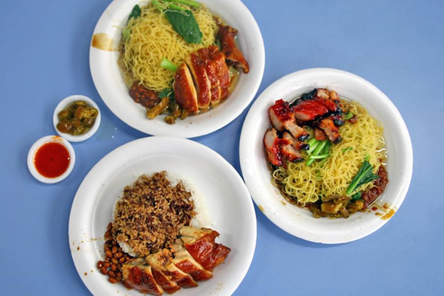 Три блюда с наградой от Le Guide Rouge.