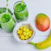 Grüner Smoothie mit Spinat & Kokoswasser