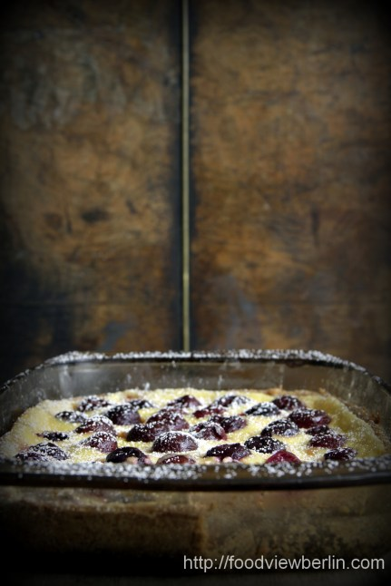 Smetana cake with cherries