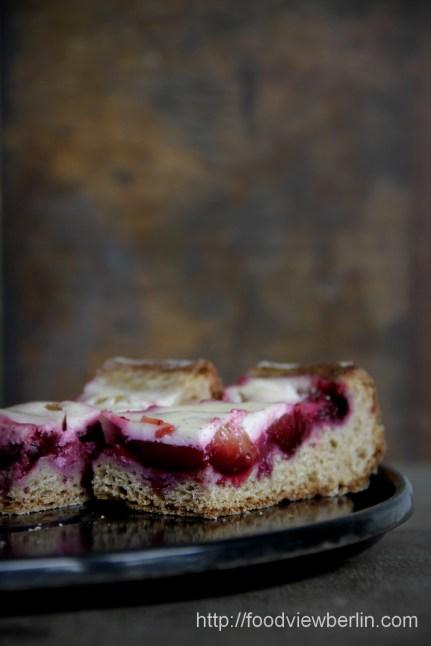 Smetana cake with plums