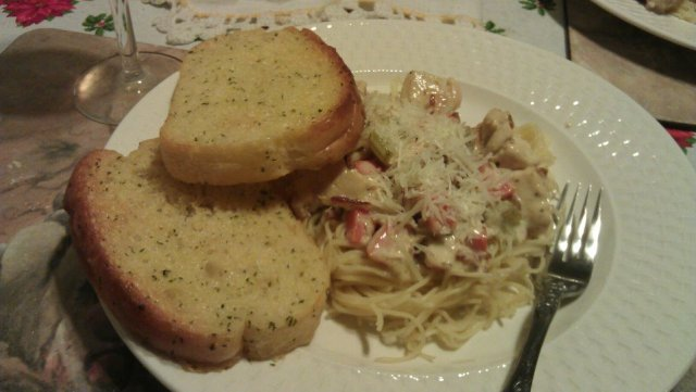 Creamy pasta and garlic bread