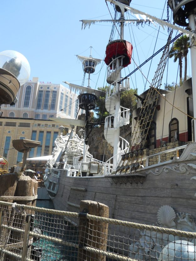 Vegas 2011- Pirate's Ship