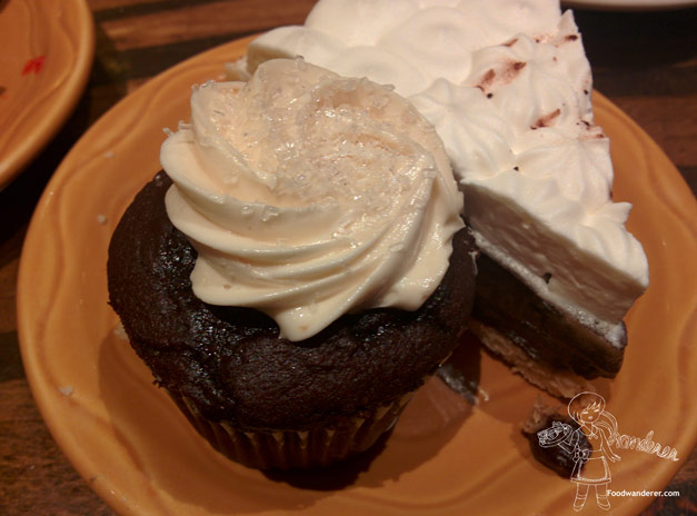 Peanut butter and chocolate cupcake and chocolate pudding cake