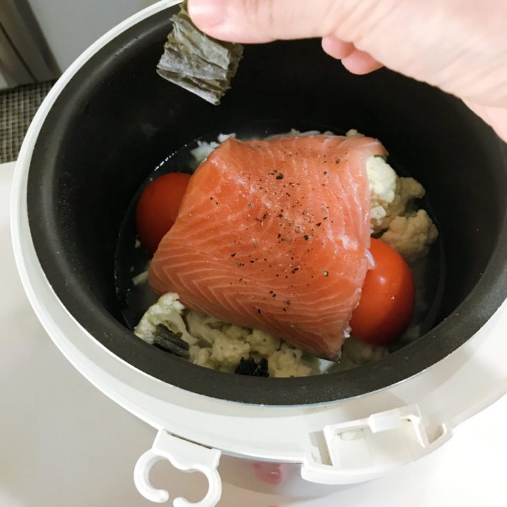 cooking salmon cauliflower tomato in rice cooker