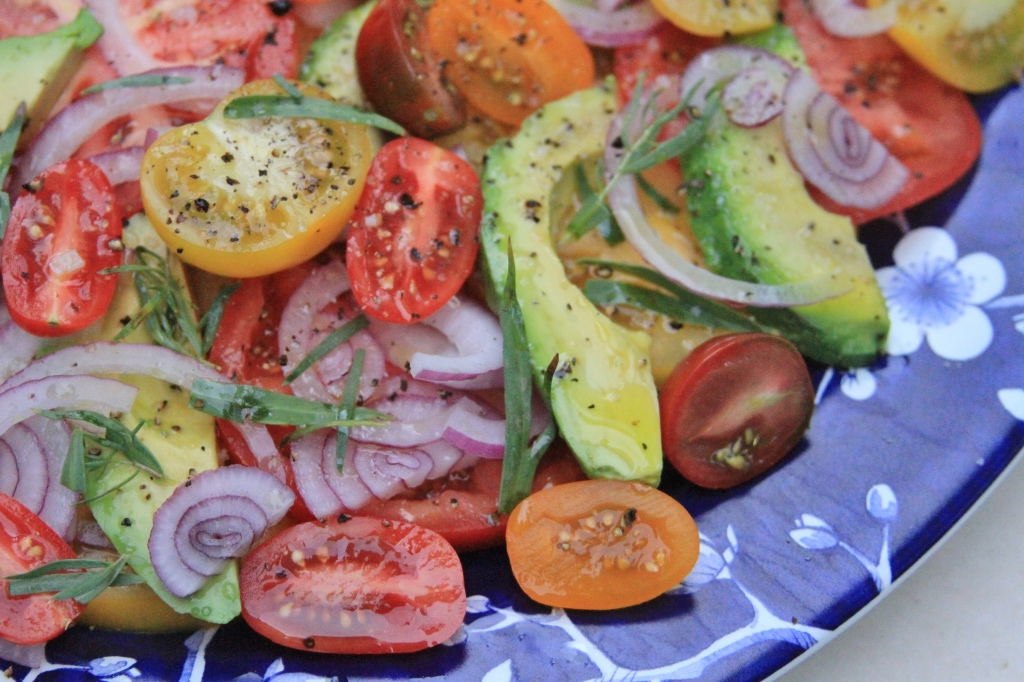 Tomato avocado red onion salad with fresh tarragon | Summer tomato salad on foodwithaview.com