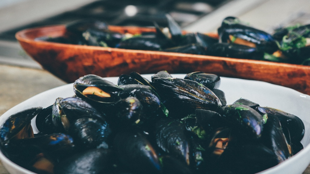 Bowls of steamed mussels in Ireland on foodwithaview.com | photo by Nick Karvounis
