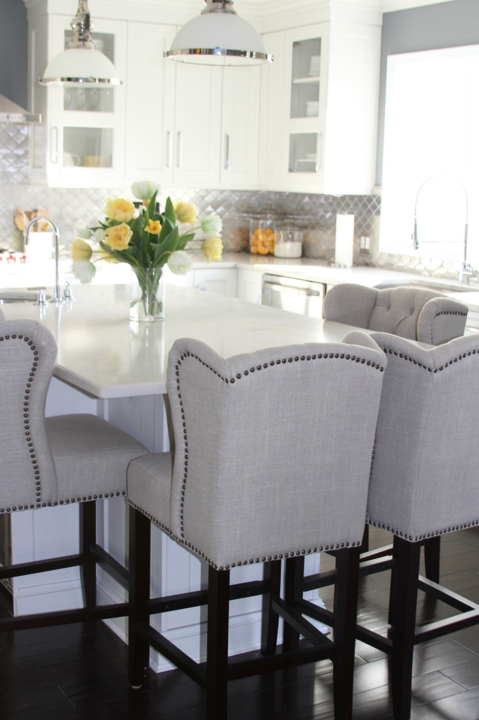 Island bar seating for a family of four | kitchen renovation | a kitchen love story by foodwithaview.com