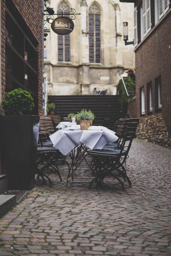 Sidewalk cafe on a cobblestone street | Tasting menus in NYC under $100 | NJ restaurants with tasting menus | photo by dominic dreier | foodwithaview.com