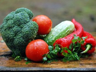 Fruits and vegetables are examples of soluble fiber foods. A major component too of raw foodism.