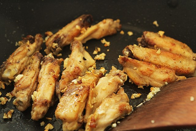 garlic with chicken wings 2