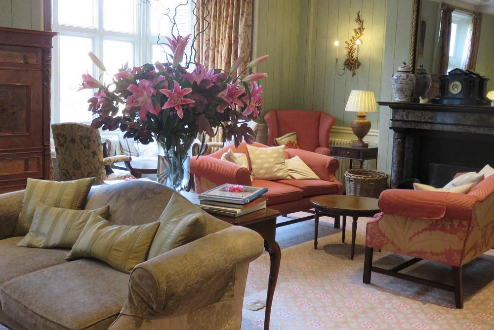Ockenden Manor lounge