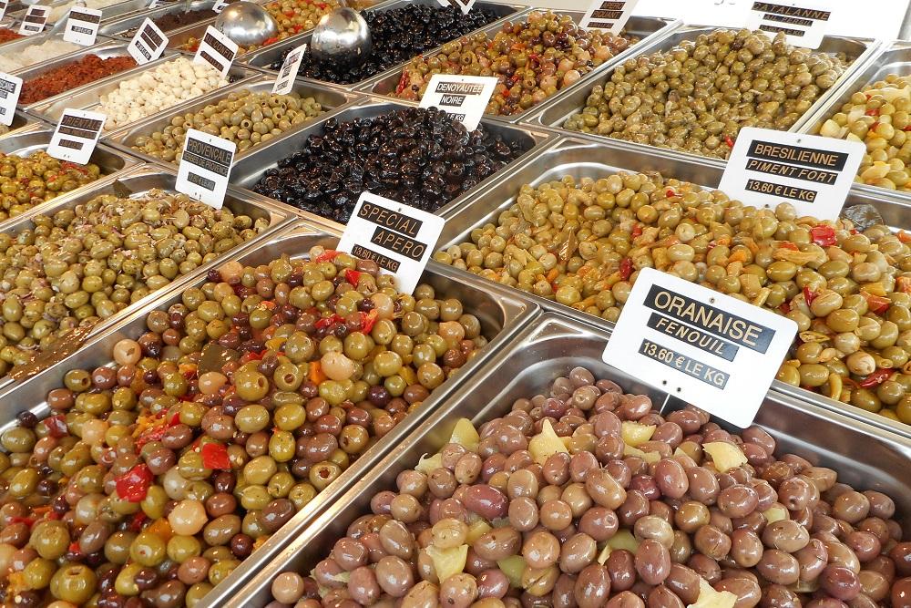 DSCN3287 Olives at St Pierre market
