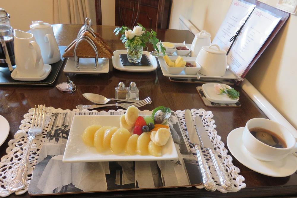 1. Browns BB breakfast fruit platter