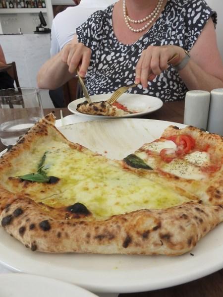 O ver pizzas