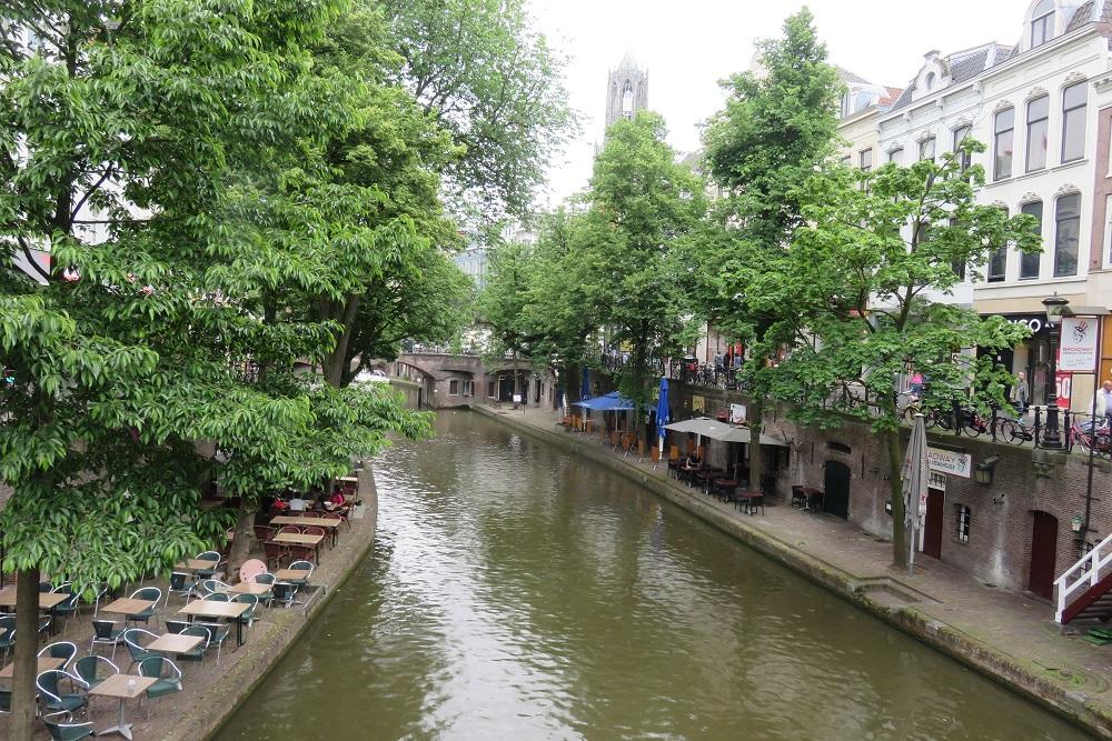 Utrecht a A walkway beside the canals