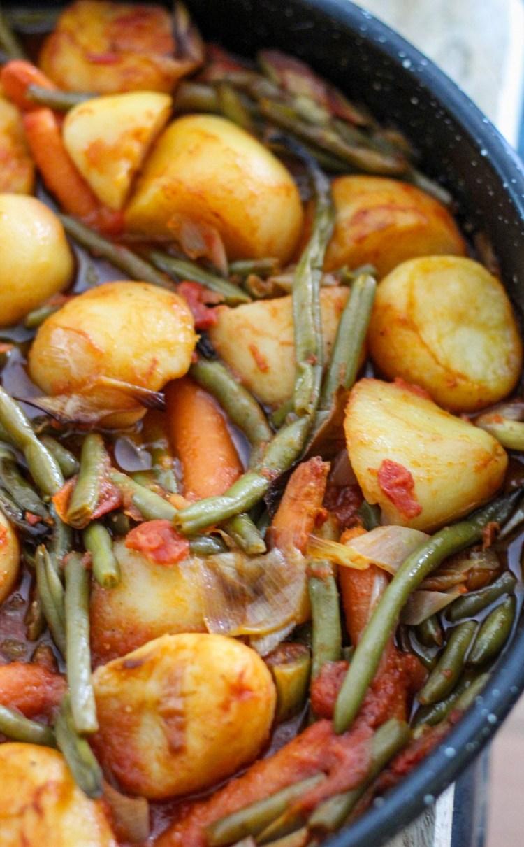 green beans, potatoes, tomatoe sauce, olive oil