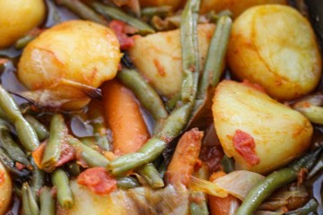 green beans, potatoes, tomatoe sauce, olive oil