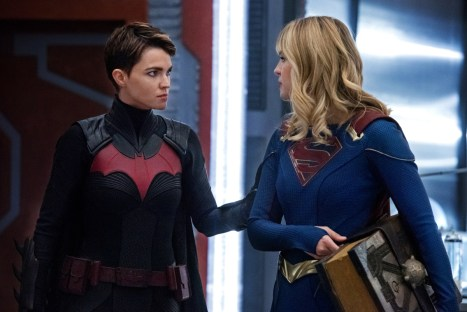 "The Flash -- ""Crisis on Infinite Earths: Part Three"" -- Image Number: FLA609d_0234b.jpg -- Pictured (L-R): Ruby Rose as Kate Kane/Batwoman and Melissa Benoist as Kara/Supergirl -- Photo: Dean Buscher/The CW -- © 2019 The CW Network, LLC. All Rights Reserved."