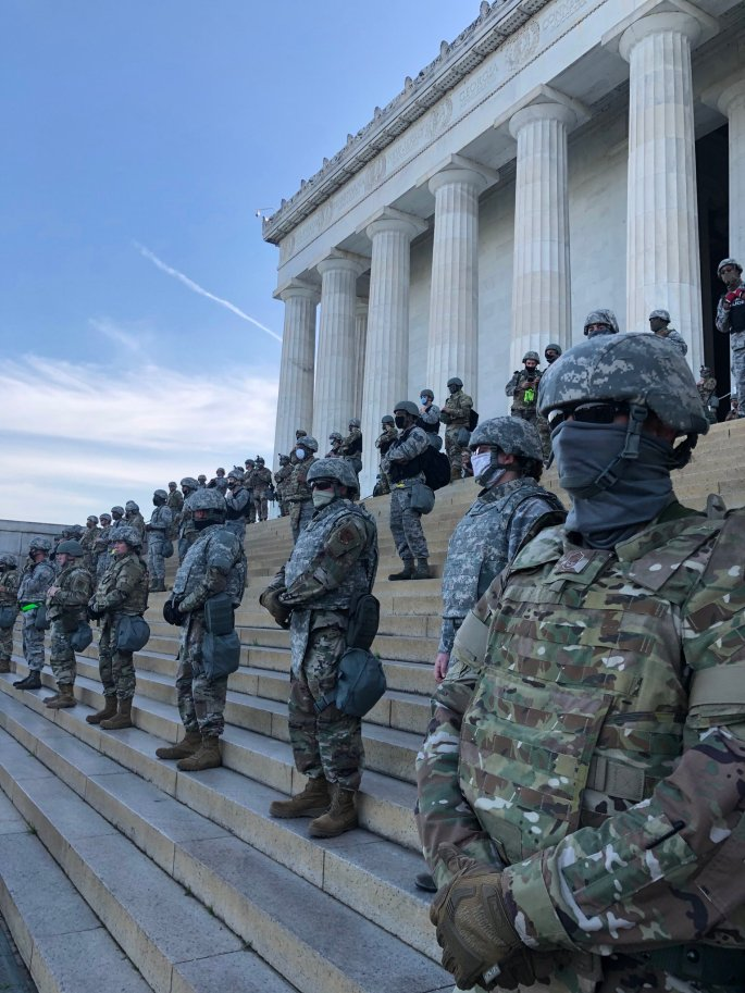 lincoln memorial soldiers martha raddatz