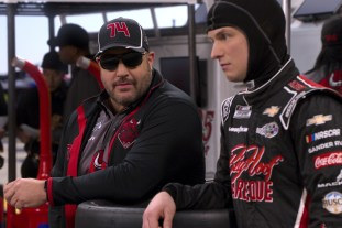 THE CREW (L to R) KEVIN JAMES as KEVIN and FREDDIE STROMA as JAKE in episode 101 of THE CREW Cr. COURTESY OF NETFLIX © 2020