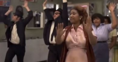 R.I.P. Aretha Franklin…And Now Lets Give A Standing Ovation For Her Blues Brothers Performance.