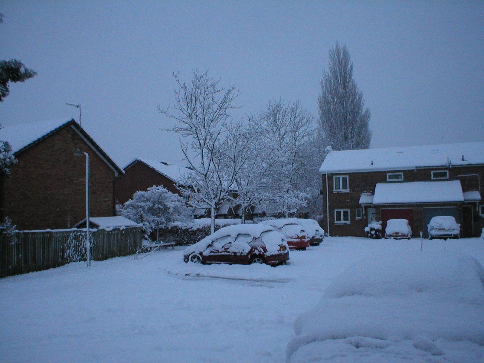 My car becoming a bit of a snow drift in the #uksnow.