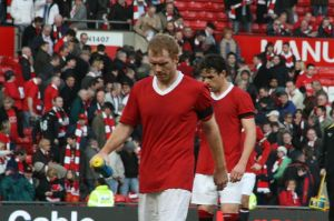 Manchester United midfielders Paul Scholes and Owen Hargreaves reflect on another defeat to local rivals City.