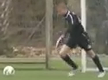 Assaf Mendes scoring an own goal for Dynamo Kiev when playing for Maccabi Haifa