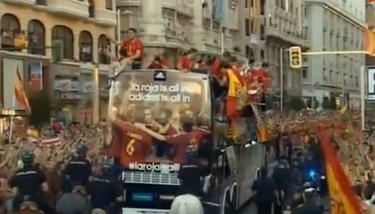 Álvaro Arbeloa jumps off the team bus as Spain celebrate with the Euro 2012 trophy
