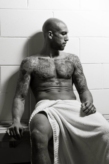 Tim Howard strips off for Everton's charity calendar, 12 Shades Of Blue