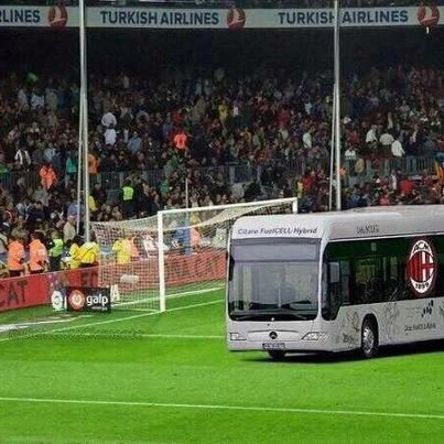 AC Milan park the bus against Barcelona
