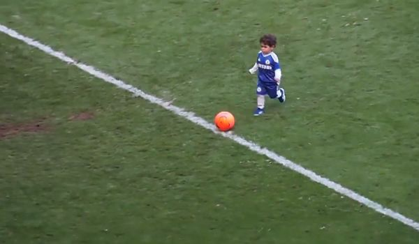 Chelsea kid Léo Torres, son of Fernando, scores at Stamford Bridge at the end of the 2013 season