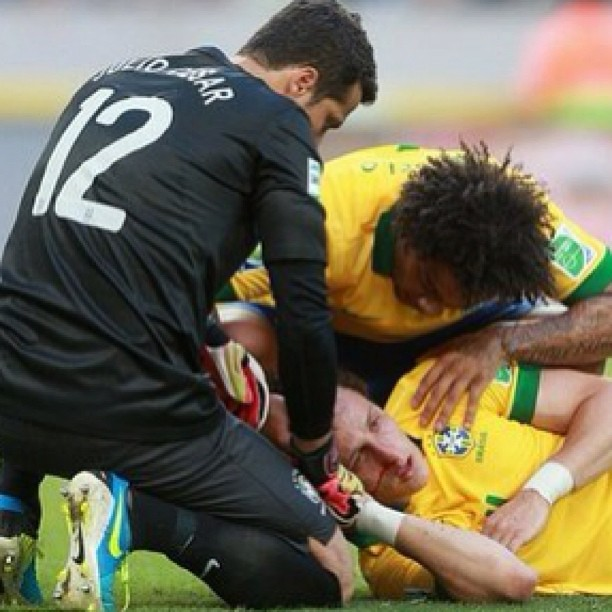 David Luiz suffers a broken nose, playing for Brazil in the Confederations Cup