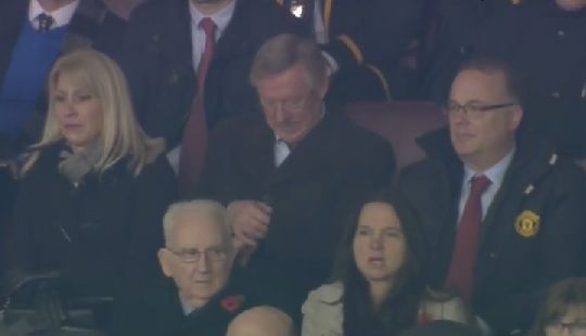Sir Alex Ferguson checks his watch before full-time during Manchester United 1-0 Arsenal