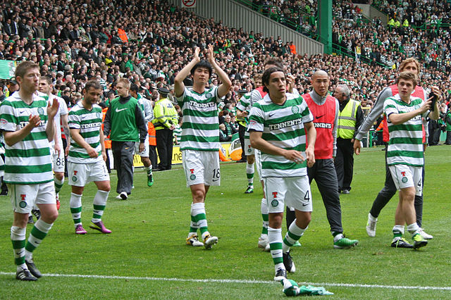 The players celebrate after hearing the best David Moyes Celtic jokes