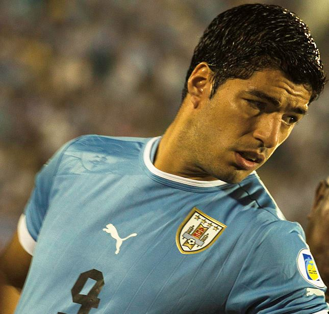 Barcelona sign Luis Suárez, aka this guy