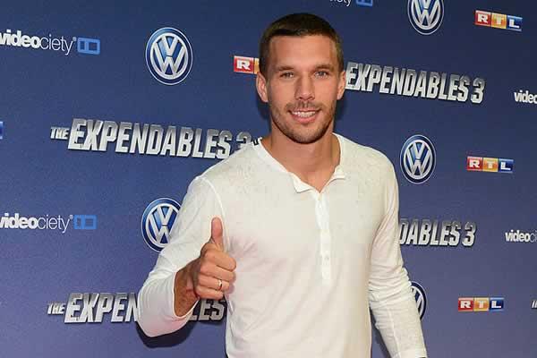Terrible Lukas Podolski corner kick fail for Inter Milan during loss to Fiorentina