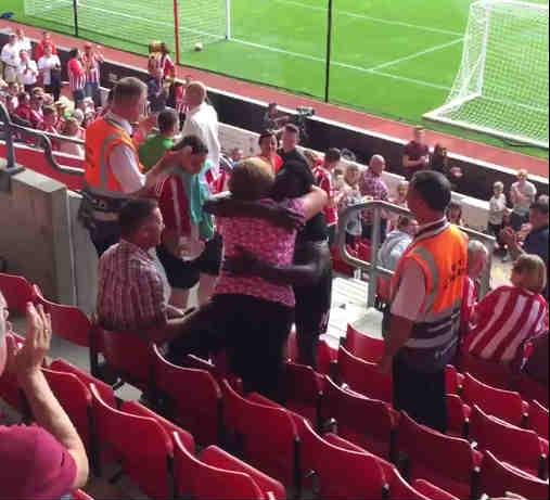 Romelu Lukaku hugs fan