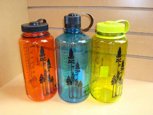 These three water bottles accuse José Mourinho of historical abuse