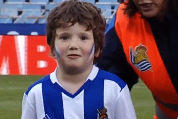 A Real Sociedad mascot needs to pee ahead of a match with Leganés