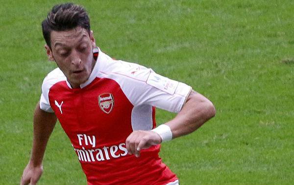 Stoke Police trolled Arsenal's Mesut Özil