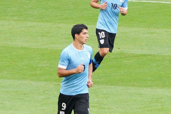 Luis Suárez scored in Uruguay's 3-0 win over Russia