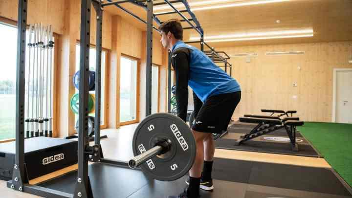 Migliorare la performance nei giovani calciatori: l'importanza di allenare la forza