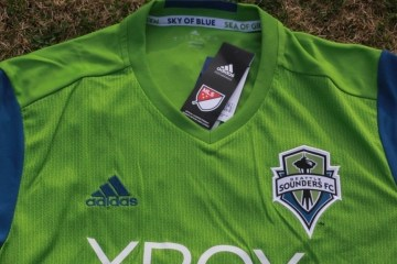 Up-Close: Seattle Sounders FC 2016 adidas Home Jersey, Football Kit, Shirt, Camiseta de Futbol