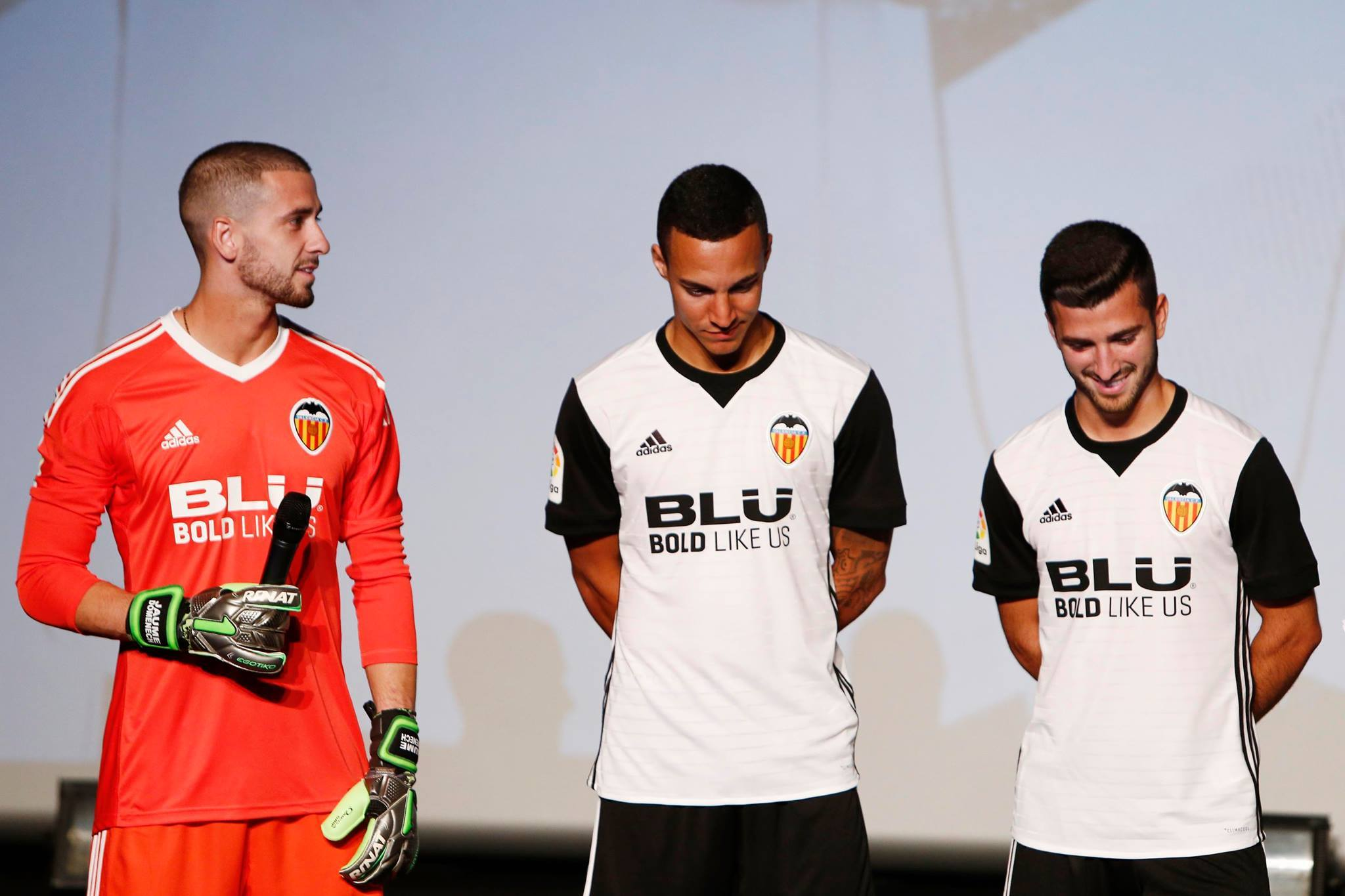 d65b70b0fbc ... of our kits throughout history, and there are also other details which  lend added value such as the Club's name, Valencia CF, on the back of the  collar.