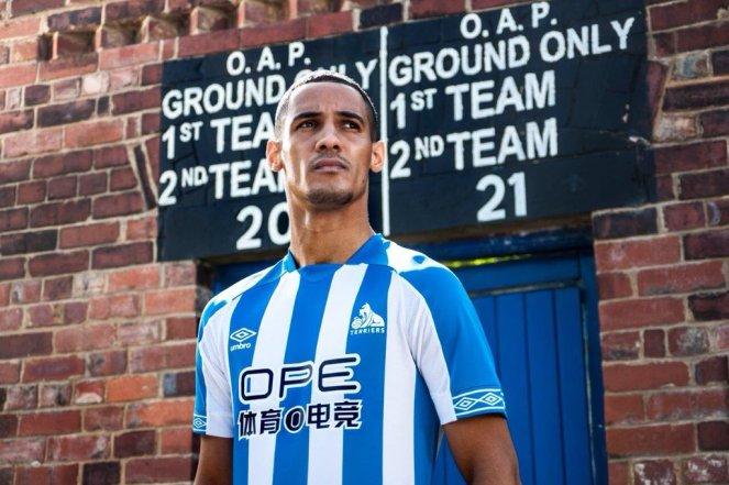 huddersfield-2018-2019-umbro-home-kit (12)