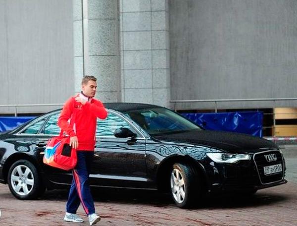 Акинфеев и его машина