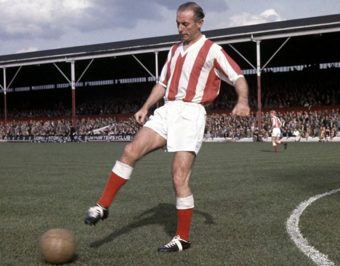 Стенли Мэтьюз фото старого играющего футболиста